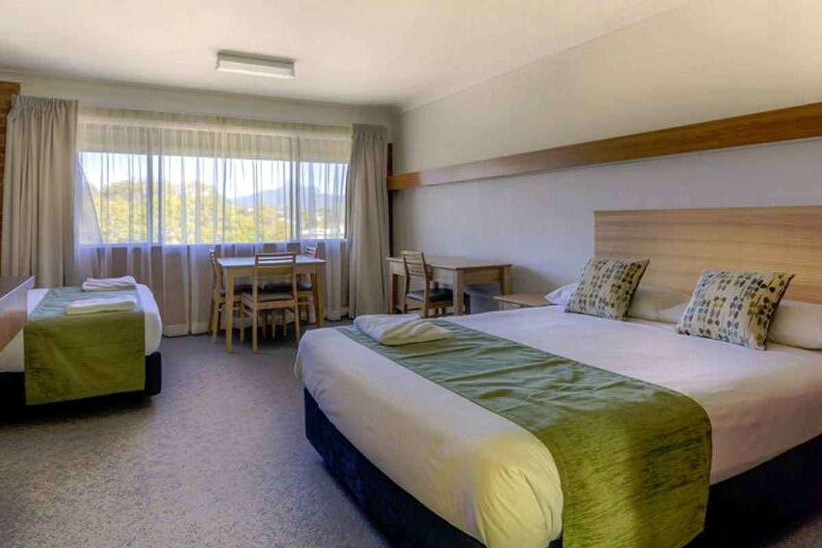 deluxe-queen-murwillumbah-accommodation1