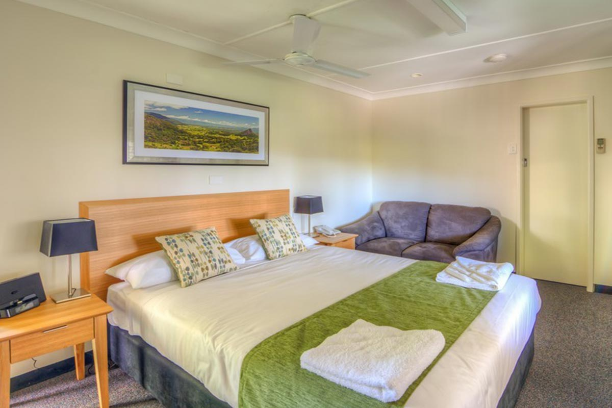 standard-queen-murwillumbah-accommodation1